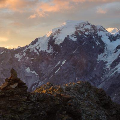 Ortler (3905m) im Sonnenaufgang von Rötlspitze (3026m) Ortles (3905m) at sunrise, seen from Piz Cotschen (3026m)
