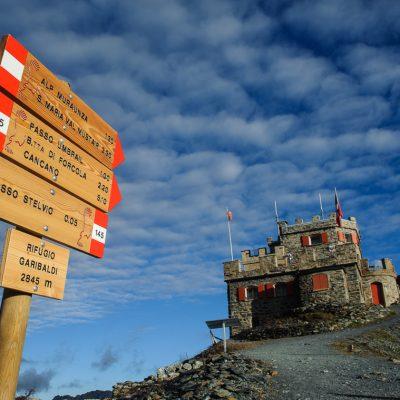 Refugio Garibaldi (2845m) am Stilfser Joch Refugio Garibaldi (2845m) at Passo dello Stelvio